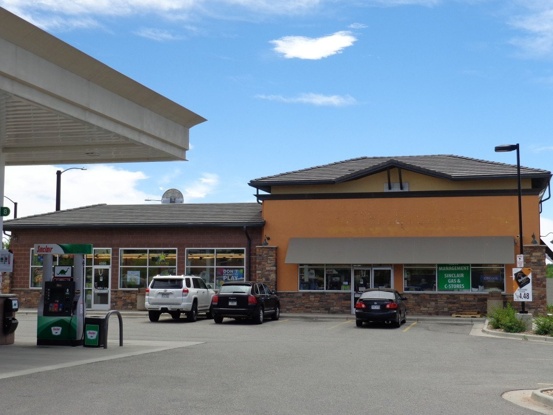 NavPoint Real Estate Group sells Sinclair Gas Station in Centennial for $840,000